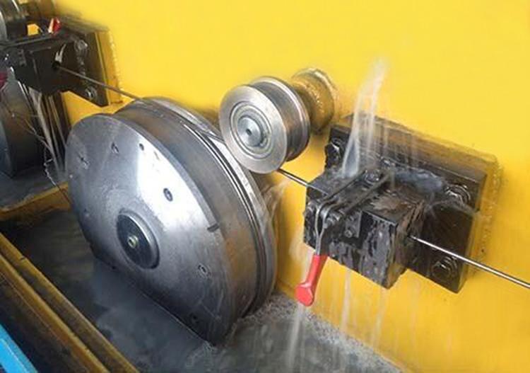 小口径不锈钢精密管加工——拉拔.jpg